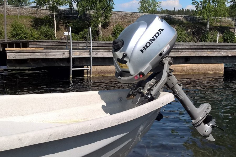Rowing boat with Honda 2.3 hp outboard engine